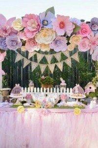 Uma mesa para encantar! Flores de papel e tule Superhellip